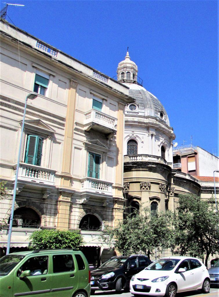 Это изображение имеет пустой атрибут alt; его имя файла - Мессина-Chiesa-SantAntonio-Abate-755x1024.jpg
